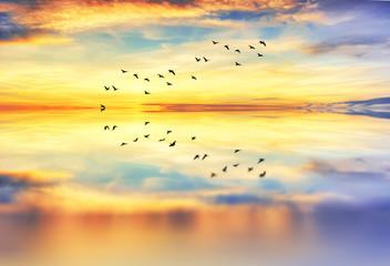 Obraz na Szklereflejos de las nubes en el mar calmado