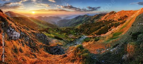 panorama-gora-z-sloncem-vratna