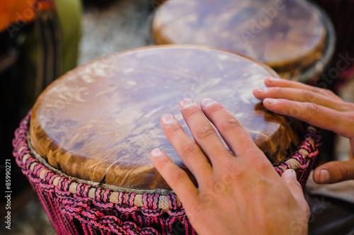 Fotografía  Man playing the djembe