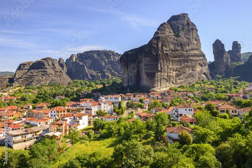 Fototapeta góry male-miasteczko-w-gorach