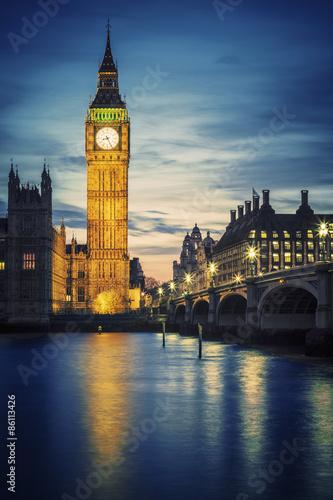 Fotografia  Sławny Big Ben wierza w Londyn przy zmierzchem