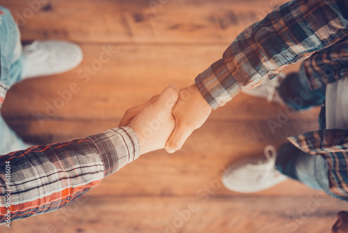 Fotografía  Men shaking hands.