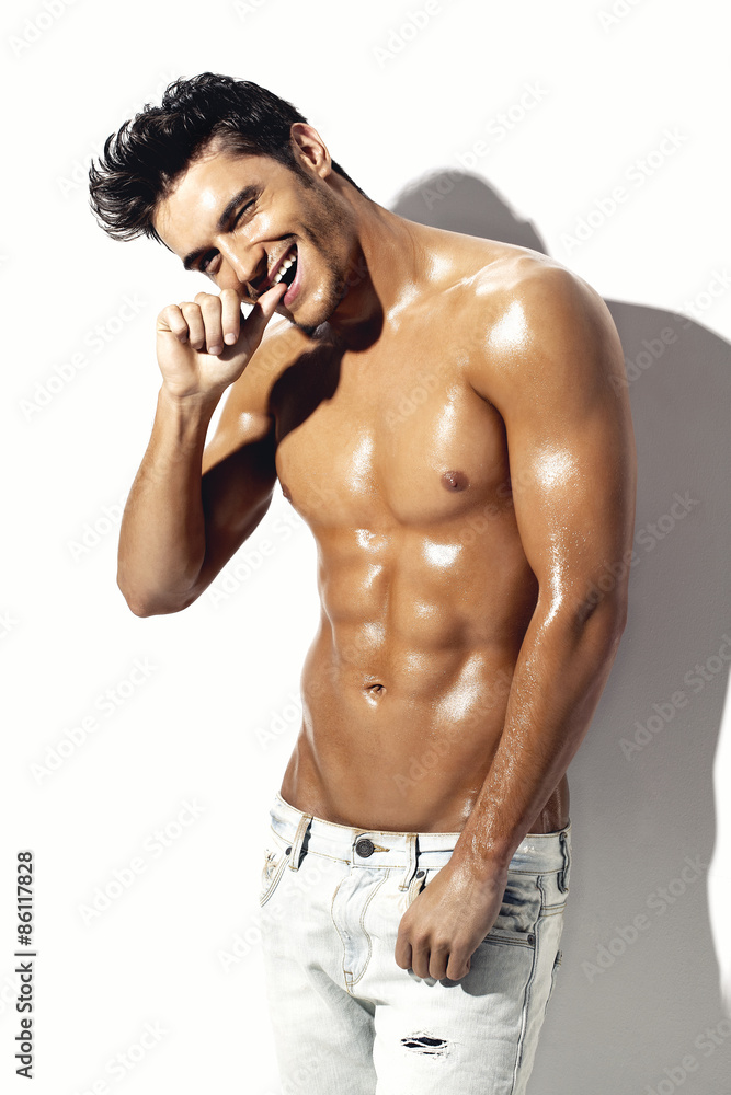 Fototapeta uśmiechnięty przystojny mężczyzna