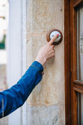 фотографія  Girl rings the doorbell