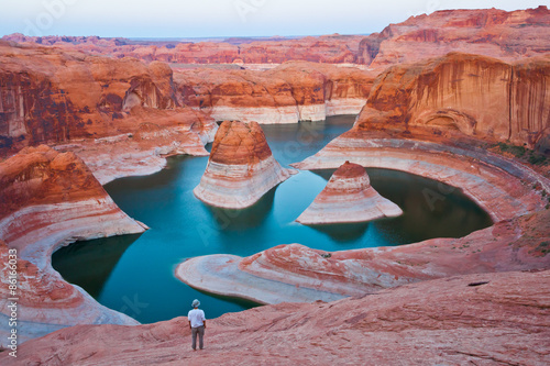 In de dag Canyon A hiker overlooking Reflection Canyon at the sunset, Glen Canyon National Recreation, Utah, United States