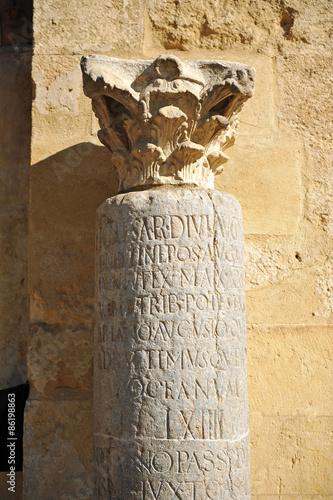 Fotografie, Obraz  Miliario romano en la Mezquita de Córdoba, Andalucía, España