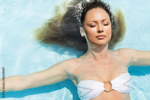 Valokuva  Young woman in the pool