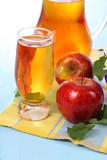 Sok z jabłek i jabłka