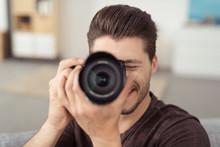 Mann Fotografiert Mit Seiner Dslr