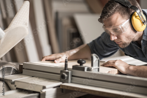 Obraz Young man doing woodwork - fototapety do salonu