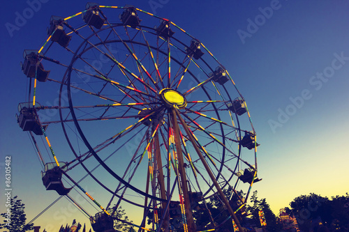 Photo  Carnival Ferris Wheel during a beautiful summer sunset