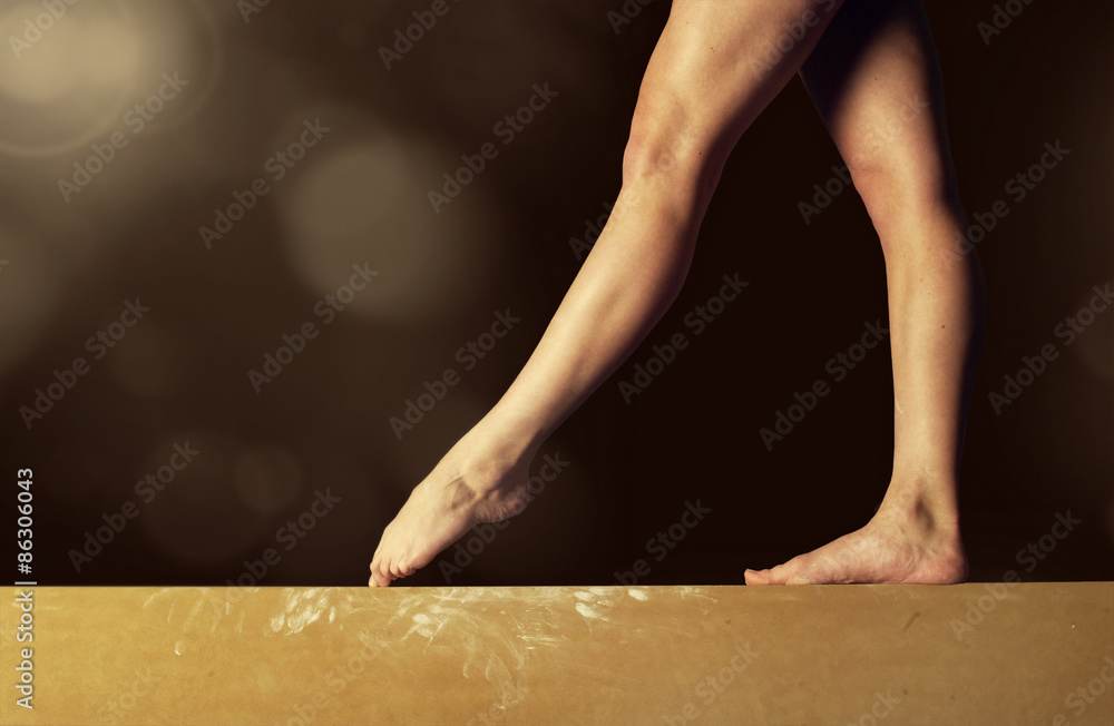 Photo  Close view of a Gymnast legs on a balance beam