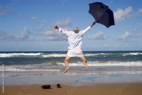 Fotografía  Happy businessman on a beautiful tropical beach