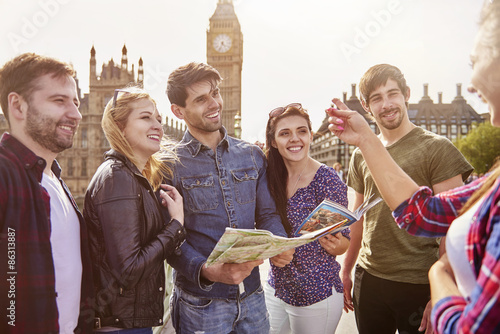 Group of friends against the Big Ben Fototapete