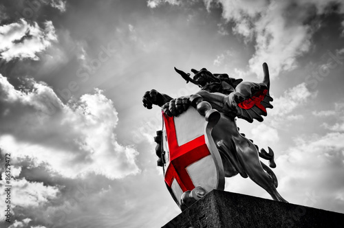Fotografie, Tablou  St George dragon statue in London, the UK