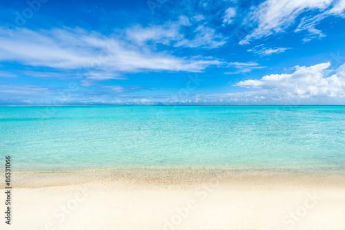 Foto Rollo Basic - Weißer Strand und blaues Meer auf den Malediven