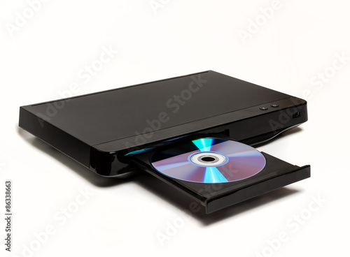 Fotografie, Obraz  DVD přehrávač CD MP3 JPEG na bílém pozadí s otevřeným zásobníkem a disk v něm