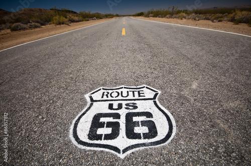 Papiers peints Route 66 Route 66 pavement sign sunrise in California's Mojave desert.
