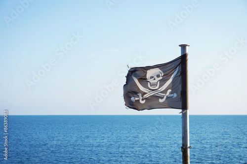 Photo  Pirate flag fluttering in the sea breeze
