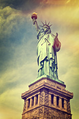 Panel Szklany Nowy York Close up of the statue of liberty with its pedestal, New York City, vintage process