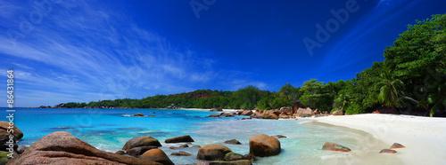 La pose en embrasure Bleu fonce Plage des Seychelles