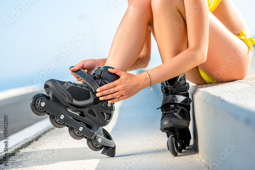 Foto op Plexiglas Fitness Woman in swimsuit with rollers on the highway