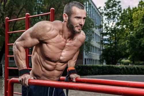 Photo  Man during his workout on the street