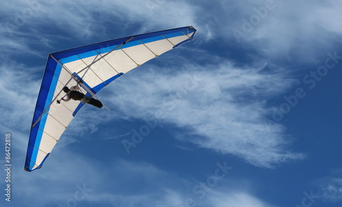 Spoed Fotobehang Luchtsport Hang Glider – Hang Glider flying in the sky on a bright blue day