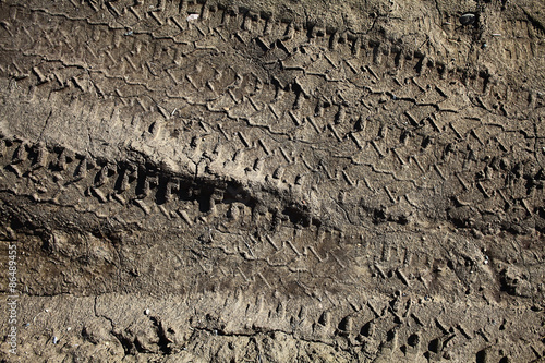 Fotografía  tire tracks on the dirt protector