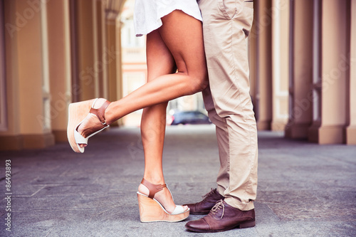 Fotografia  Male and female legs during a date