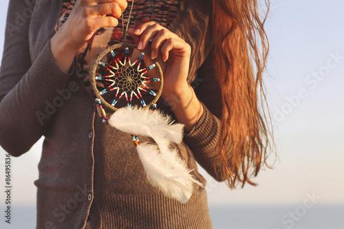 Fotografia  Brunette woman with long hair holding dream catcher