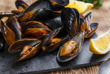 Mussels Steamed Oysters With L...