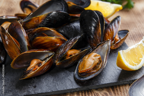Fotobehang Schaaldieren mussels steamed oysters with lemon and herbs