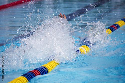 Photo  Natación en piscina de verano