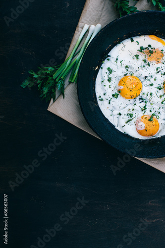 Foto op Plexiglas Gebakken Eieren Fried eggs in cast iron frying pan