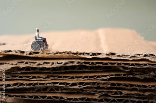 Fotografia, Obraz  車椅子の老人とダンボール