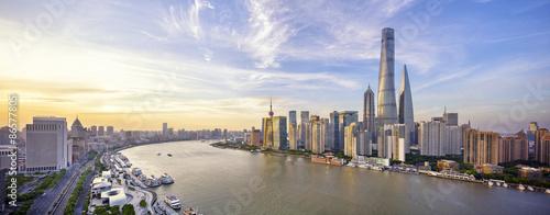 Foto op Aluminium Shanghai Modern skyline at riverbank during sunset