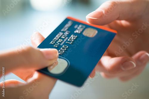 Fotografía  La compra con tarjeta de crédito