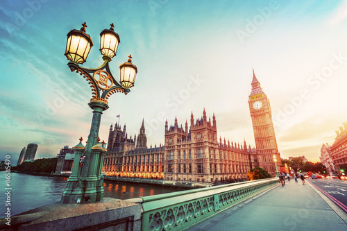 Poster Londres Big Ben, London the UK at sunset. Retro street lamp light on Westminster Bridge. Vintage