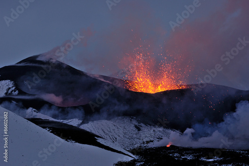 Foto op Aluminium Vulkaan New Tolbachik Fissure Eruption (lava ejection from the crater)