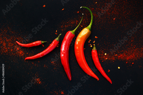 In de dag Hot chili peppers Chili peppers on a black background