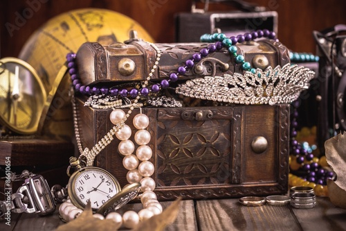 Fotografie, Obraz  Antique, Jewelry, Treasure Chest.