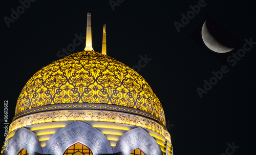 Photo  Moon and mosque dome in Oman