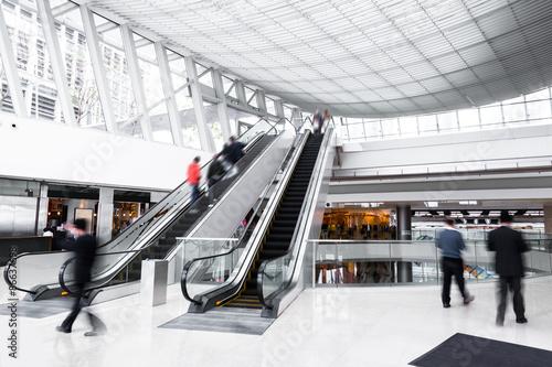Fotografía  bokeh background of modern asia  shopping mall
