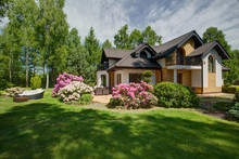 Detached House With Beauty Garden