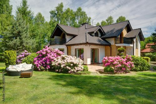 Zdjęcie XXL Piękny dom wiejski z ogrodem