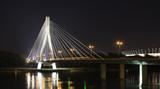 Fototapeta Fototapety mosty linowy / wiszący - Most Świętokrzyski nocą.