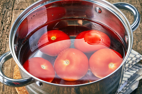 Photo blanching tomatoes