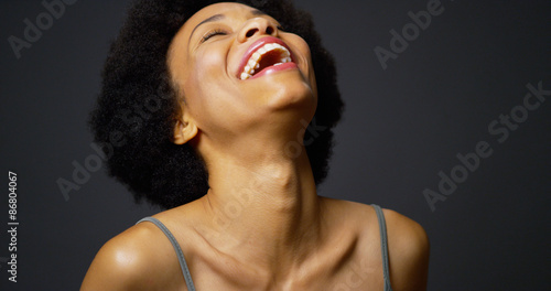 Fotografia Slow pan up casual black woman laughing and smiling