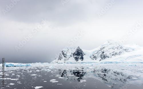 Fotobehang Antarctica Beautiful landscape of icebergs, snow and ice of Antarctica